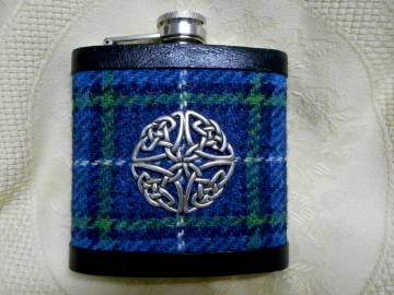 Harris-tweed-hip-flask-blue-isle-of-harris-tartan-tweed-with-a-twist