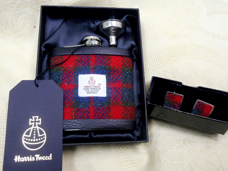 Harris Tweed flask and cufflink set